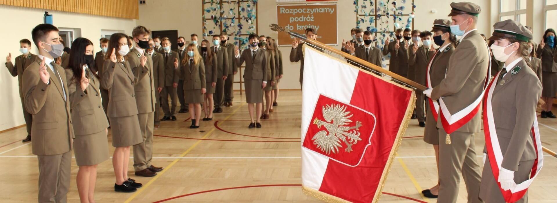 Uroczystości szkolne - ślubowanie klas pierwszych